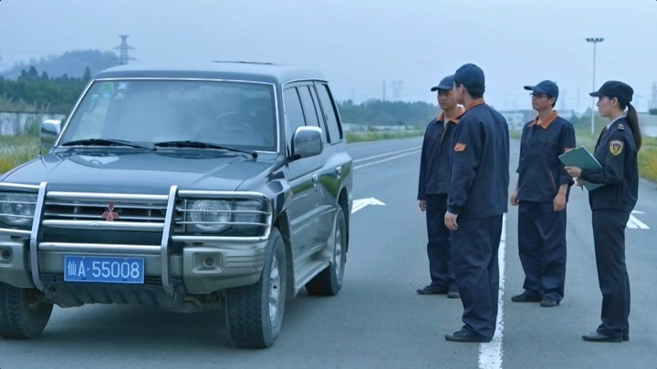 國家底線:廠家銷售日產車,發生事故逃避責任,警員出面輕松解決