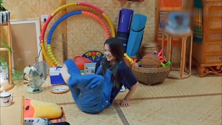 蘑菇屋嘉賓挑戰鄭鈞的瑜伽動作,沒想到這么難,歐陽娜娜太拼了