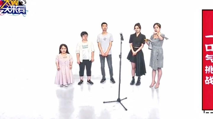強東玥一口氣唱《氣球》,身后干擾不斷,強東玥的表現精彩了