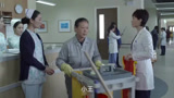 產科醫生:患者家屬送的錦旗,竟被被肖程扔垃圾桶,太不尊重人了