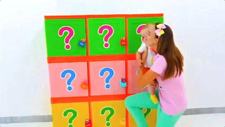 萌宝瓦伦达:瓦伦达跟妈妈的神秘盲盒大拆箱,惊喜不断!